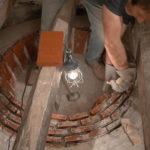 Montage de la voûte du four à pain à la chaux et à la chamotte - Moulin du Sugy
