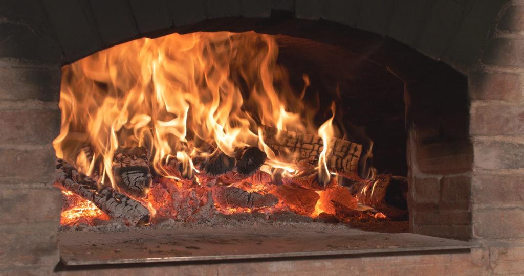 Chauffe du four à pain directement dans l'enceinte de cuisson - Moulin de Sugy